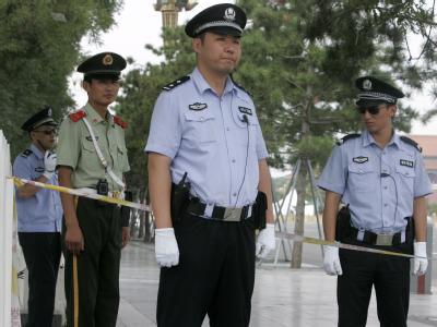 Sicherheitskräfte in China. Bei einer Messerattacke sind 28 Kinder verletzt worden. (Archiv- und Symbolbild)