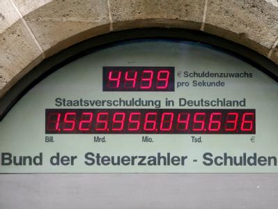 Schuldenuhr des Bundes der Steuerzahler am 29.01.2009. Jetzt hat das Kabinett den Entwurf für die mit Abstand größte Neuverschuldung in der bundesdeutschen Geschichte gebilligt.