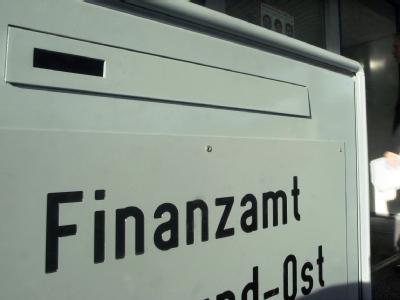 Briefkasten eines deutschen Finanzamtes (Archivbild).