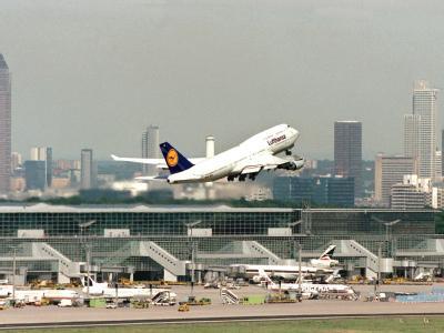 Die Panne im Kontrollsystem des Frankfurter Flughafens soll untersucht werden.