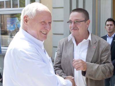 Der Thüringer Landesvorsitzende der Partei Die Linke, Knut Korschewsky (r) und Oskar Lafontaine. Archivfoto: Michael Reichel