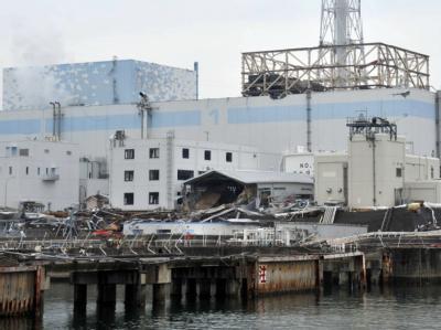 Die Ruinen des havarierten Atomkraftwerks Fukushima: Unter anderem haben starke Regenfälle bei einem Taifun das verseuchte Wasser weiter steigen lassen. (Foto vom 31.03.2011).