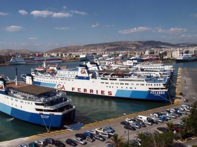 Hafen von Piräus: Die Unternehmensberatung Roland Berger schlägt eine zentralen Holding vor, in die griechisches Staatsvermögen wie Flughäfen und Häfen einfließen soll.