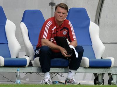 Bayerns Trainer Louis van Gaal beim Pokalspiel gegen Neckarelz.
