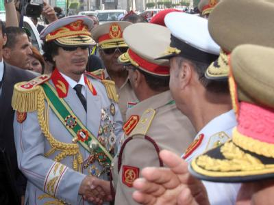 Das war einmal: Libyens  Machthaber Gaddafi mit hochrangigen Militärs (Foto vom 1.9.2009).