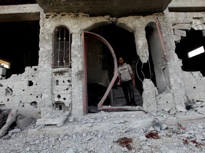 Zerstörungen nach israelischen Luftangriffen: Laut Armeesprecher flog die Luftwaffe in der Nacht zu Dienstag insgesamt vier Angriffe gegen Ziele im Gazastreifen. (Archivbild)