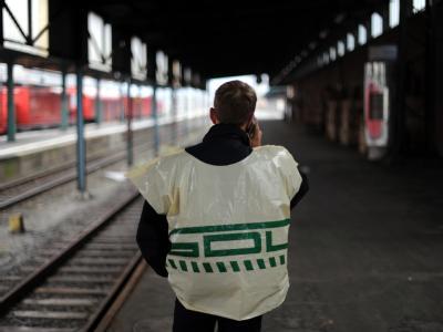 Die GDL hat zu einem neuen 60-stündigen Warnstreik bei den privaten Wettbewerbern der Deutschen Bahn aufgerufen. (Archivbild).