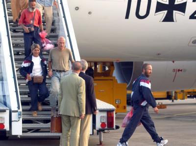 Im Jahr 2003 wurden 32 Touristen, darunter 16 Deutsche, sechs Monate lang von Islamisten in der Sahara gefangen gehalten.