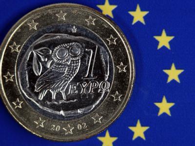 Griechische Euromünze: Die schwarz-gelbe Koalition trägt den Griechenland-Kurs mit - unter Auflagen. Auf die Griechen kommen härtere Zeiten zu.