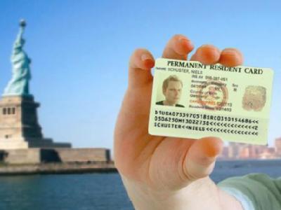 Jährlich sind 50 000 der begehrten Aufenthalts- und Arbeitsgenehmigungen für die USA zu gewinnen. Wegen eines Computerfehlers wurden nun Tausende Bewerber fehlinformiert. Foto: obs/The American Dream