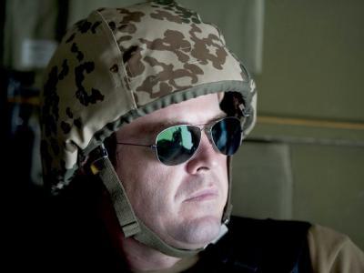 Mit Sonnenbrille und Bundeswehrhelm: Verteidigungsminister zu Guttenberg in Afghanistan.