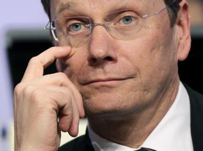 Angesichts desolater Umfragewerte wollen führende FDP-Politiker die Führungsdebatte um Guido Westerwelle stoppen. (Archivbild)