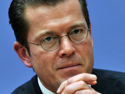 Zuletzt war Bundeswirtschaftsminister Karl-Theodor zu Guttenberg wegen der Beschäftigung externer Berater in die Kritik geraten.