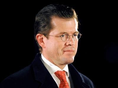 Der ehemalige Verteidigungsminister Karl-Theodor zu Guttenberg (CSU) bei seiner Verabschiedung in Berlin