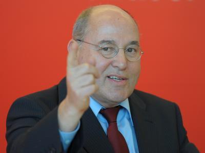 Gysi schlägt die Initiative «Vermögenssteuer jetzt!» vor. Foto: Soeren Stache/Archiv