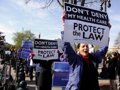 Befürworter der US-Gesundheitsreform demonstrieren vor dem Obersten Gericht. Foto: Michael Reynolds/Archiv