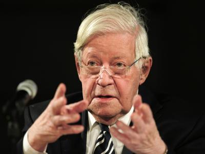 Thilo Sarrazin aus der SPD zu verbannen sei nicht richtig, findet Altkanzler Helmut Schmidt (Archivbild).
