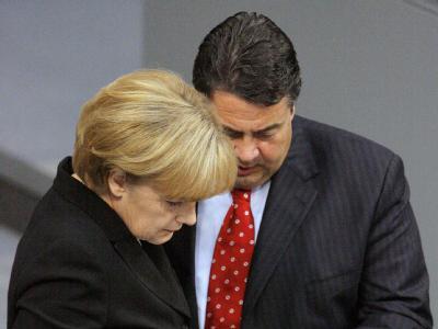Bundeskanzlerin Merkel im Gespräch mit SPD-Chef Gabriel (Archivbild).