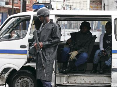 Sicherheitskr�fte in Kingston