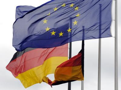 Flaggen vor dem Bundestag