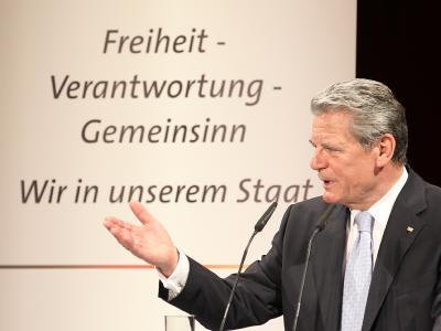 Joachim Gauck hält im Deutschen Theater in Berlin eine Grundsatzrede.