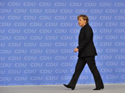 Bundeskanzlerin Angela Merkel schreitet zur Tat.