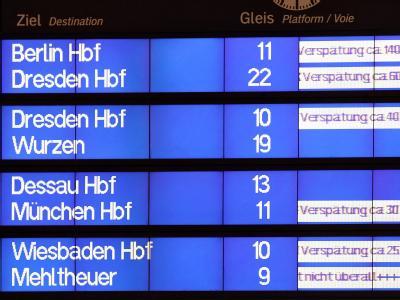 Verspätet: Anzeigetafel der Deutschen Bahn auf dem Hauptbahnhof Leipzig.