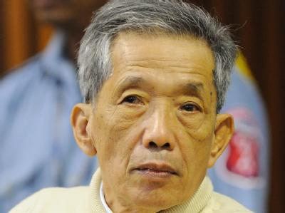 Kaing Guek Eav alias Duch ist im ersten Völkermord-Prozess gegen einen Funktionär des Rote Khmer-Regimes in Kambodscha angeklagt.