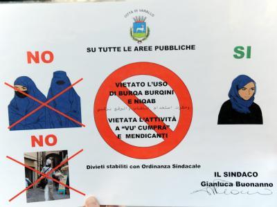 Auf Plakaten in Italienisch und Arabisch verbietet ein norditalienisches Städtchen das Tragen von Gesichtsschleiern.