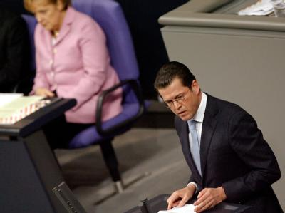 Verteidigungsminister Karl-Theodor zu Guttenberg bei seiner Neubewertung des Luftangriffs von Kundus am 3. Dezember.