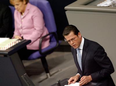 Verteidigungsminister Karl-Theodor zu Guttenberg bei seiner Neubewertung des Luftangriffs von Kundus.