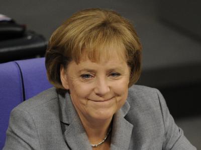 Bundeskanzlerin Merkel (CDU) kann zufrieden sein. Der Bundestag hat dem umstrittenen Steuerpaket der schwarz-gelben Regierung zugestimmt.