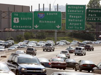 Autos auf der Interstate 395 in Washington (Archivfoto vom 25.5.2007). Erstmals hat die US-Umweltbehörde Treibhausgase offiziell als «gesundheitsschädlich» eingestuft.