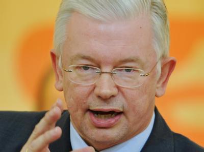 Der hessische Ministerpräsident Roland Koch (CDU) während einer Debatte des hessischen Landtags.