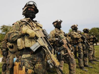 Angehörige der Bundeswehr-Elite-Einheit KSK bei einer Übung im unterfränkischen Hammelburg.  (Archivbild)