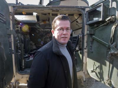 Die SPD will darauf drängen, Verteidigungsminister zu Guttenberg als ersten Zeugen zu laden.