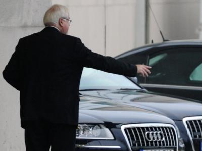 Der Ministerpräsident von Schleswig-Holstein, Peter Harry Carstensen (CDU), bei seiner Ankunft am Bundeskanzleramt.