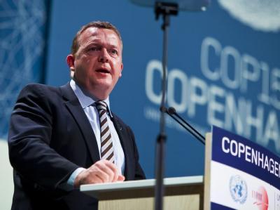 Dänemarks Ministerpräsident Lars Lokke Rasmussen hat offiziell die Verhandlungsführung beim Kopenhagener Weltklimagipfel übernommen.