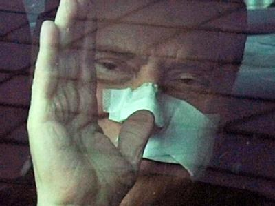 Berlusconi verl�sst Krankenhaus