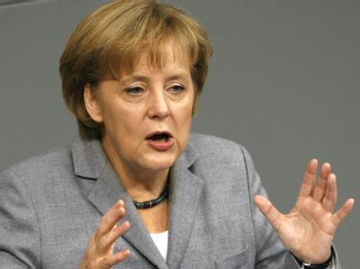 Kanzlerin Merkel (CDU) spricht im Deutschen Bundestag in Berlin.