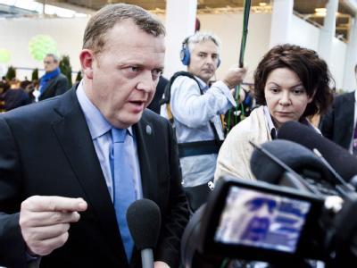 Dänemarks Ministerpräsident Rasmussen informiert die Presse.