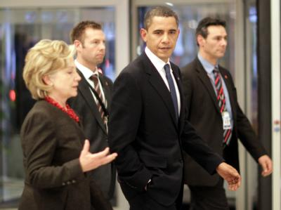 US-Präsident Barack Obama und seine Außenministerin Hillary Clinton nach einem der zahlreichen Gespräche in Kopenhagen.