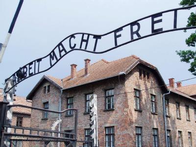 Aufschrift im KZ Auschwitz