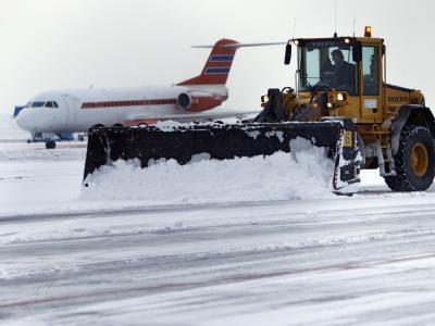 Schnee auf Flughafen