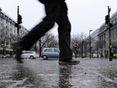 Glatte  Straßen - eine Gefahr für Autofahrer und Fußgänger.
