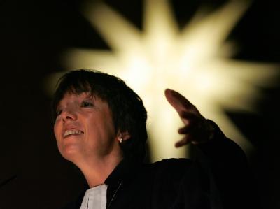 Margot Käßmann hat zu mehr Mut für eine sozialere Welt aufgerufen.