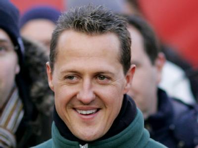 Michael Schumacher zeigt sich während des Winterpokals vom Kart-Clubs Kerpen gutgelaunt.