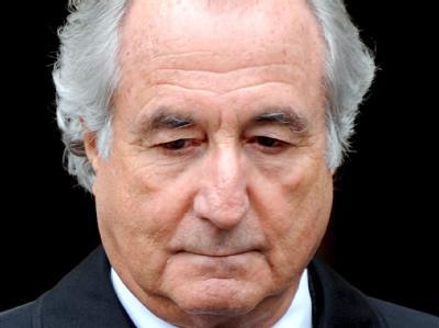 Aktienbroker Madoff brachte tausende Anleger um Milliarden. Er wurde im Alter von 71 Jahren zur Höchststrafe verurteilt.