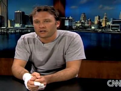 Der holländische Werbefilmer Jasper Schuringa, hier bei einem Fernsehinterview, hat sich im Flugzeug auf den Bomber gestürzt. Foto: CNN