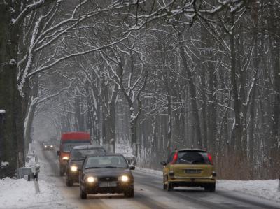 Spiegelglatte Straßen haben zahlreiche Unfälle verursacht.